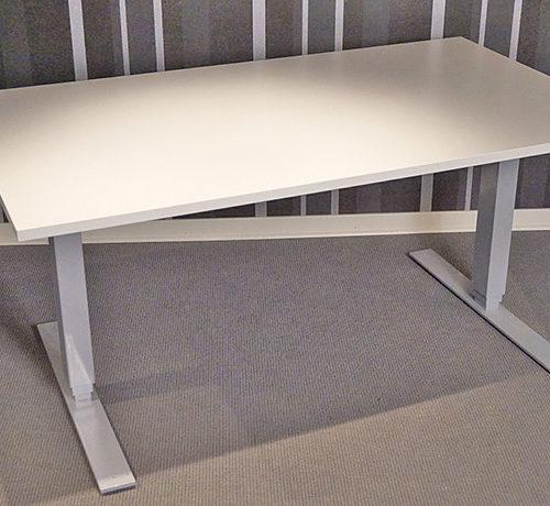 hoj-och-sankbart-bord-med-vit-skiva