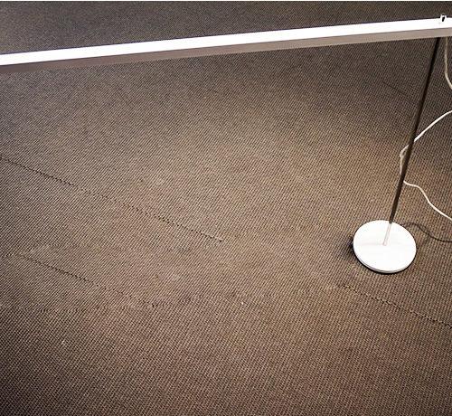 skrivbordslampor-artemide-vita-och-krom