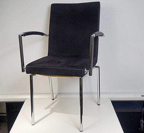 svarta-stolar-med-kromben